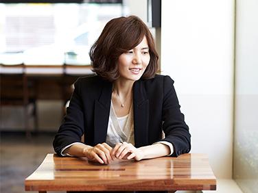"""소설가 편혜영 """"균열 있음에도 살아가게 하는 힘에 관~"""