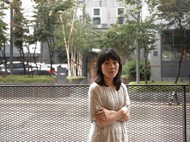 소설가 김숨, 이한열의 훼손된 운동화를 되살려내다