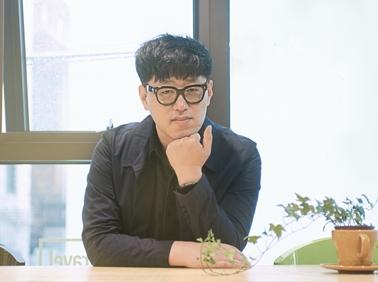 """""""농담이 가진 전복의 힘"""" 김중혁표 스탠드업 코미디"""