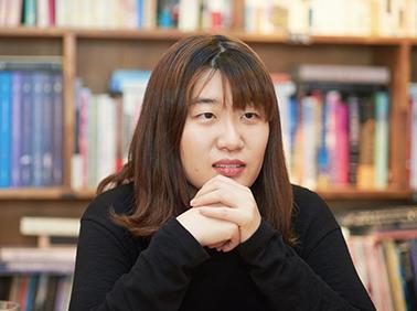 """명랑소설가 정세랑 """"입구의 풍선 같은 작가 되고파"""""""