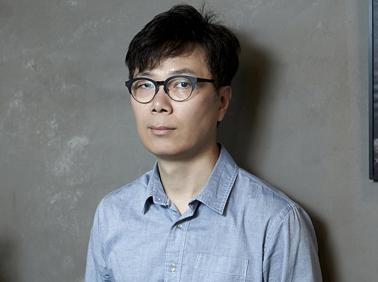 """소설가 김영하 """"방탈출 게임 같은 인생…어떻게 의미~"""